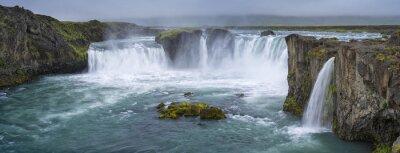Quadro Panorama da cachoeira com nuvens na Islândia