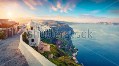 Quadro Panorama da manhã da ilha de Santorini. Nascer do sol da mola não é grego Grega Thira, Grécia, Europa. Fundo do conceito de viagem. Poste de estilo artístico foto processada