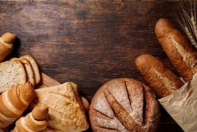 Quadro Pão diferente em um fundo escuro rústico
