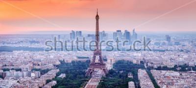 Quadro Paris, França. Vista panorâmica do horizonte de Paris com uma torre Eiffel no centro. Cenário surpreendente do sol com céu dramático.