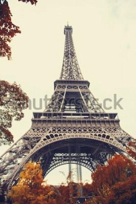 Quadro Paris. Vista de grande angular lindo da Torre Eiffel na temporada de outono