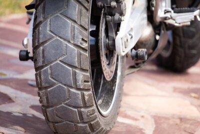 Quadro peças de metal em uma motocicleta