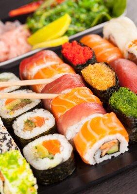 Quadro peças de sushi com pauzinhos