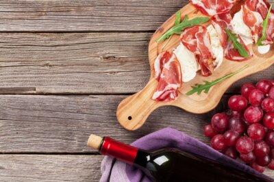Quadro Prosciutto e mussarela com vinho tinto