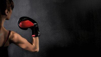 Quadro Pugilista da mulher com bíceps Red Glove Boxing no fundo preto, alto contraste com filtro grunge saturado