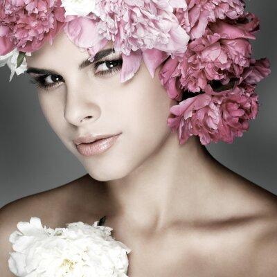 Quadro rapariga bonita com flores rosa