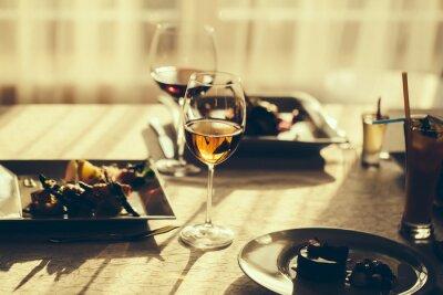 Quadro Refeição e vinho servidos