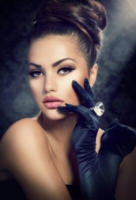 Quadro Retrato Beleza Fashion Girl. Menina Estilo Vintage Vestindo luvas