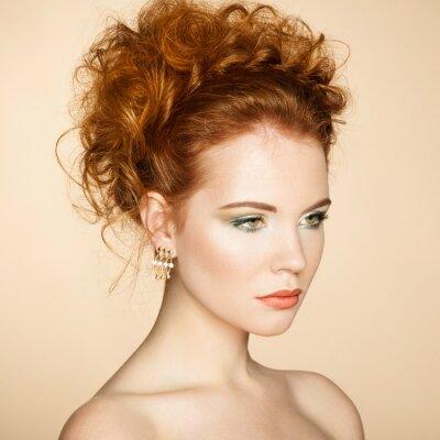 Quadro Retrato da mulher sensual bonita com penteado elegante