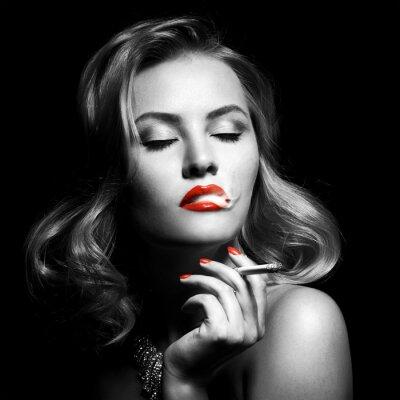 Quadro Retrato retro da mulher bonita com cigarro