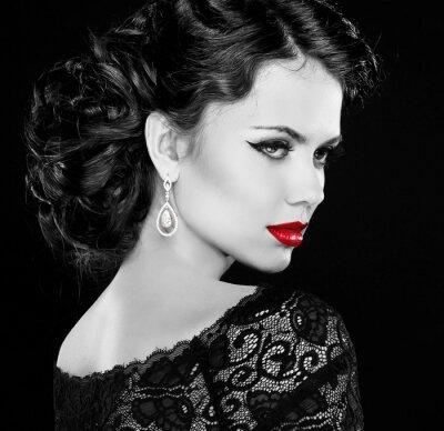 Quadro Retro mulher. O modelo de forma do retrato da menina. Foto preto e branco.