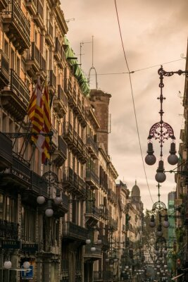 Quadro Rua em Barcelona com muitos postes