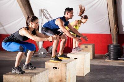 Quadro Saltando exercícios em uma academia