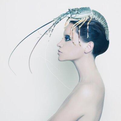 Quadro Senhora surreal com lagosta na cabeça