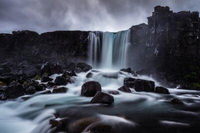 Quadro Steiniger Wasserfall in Island