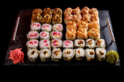 Quadro Sushi em um fundo preto