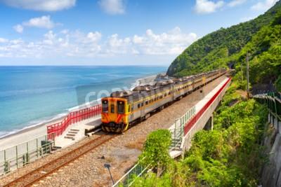 Quadro Trem que se aproxima da Estação Duoliang em Taitung, Taiwan