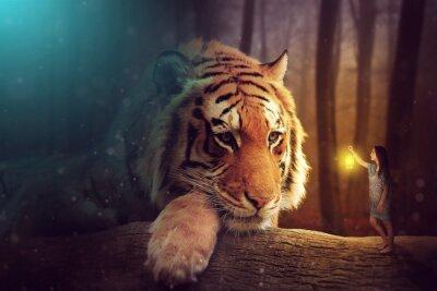 Quadro Um mundo de fantasia - uma mulher e um tigre gigante