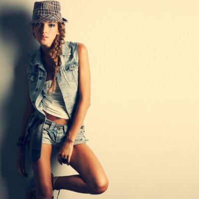Quadro Uma foto da menina bonita está na moda