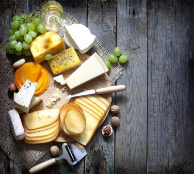 Quadro Vários tipos de queijo com conceito vazio fundo do espaço