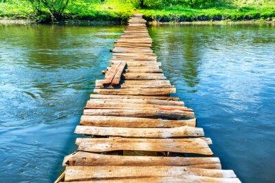 Quadro Velha ponte de madeira através do rio