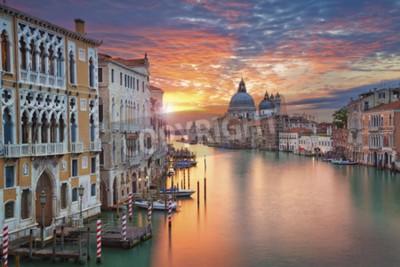 Quadro Veneza. Imagem do canal grande em Veneza, com a basílica da saudação do della de Santa Maria no fundo.
