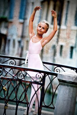 Quadro Veneza, Itália - linda bailarina na ponte em Veneza