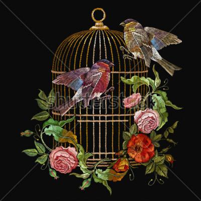 Quadro Vetor de gaiola e flores de pássaros e pássaros de bordado. Dom-fafe, tarja dourada, botões dourados, botões vintage de rosas selvagens. Arte de moda primavera, modelo para design de roupa