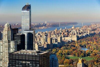 Quadro Vista aérea de Central Park no outono com o lado oeste superior em Manhattan, New York City. A vista inclui arranha-céus de Midtown, o rio Hudson e a ponte de George Washington.