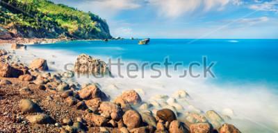 Quadro Vista panorâmica da primavera de Avali Beach. Seascape inacreditável da manhã do mar Ionian. Cena exterior emocionante da ilha de Lefkada, Grécia, Europa. Beleza do conceito de natureza.