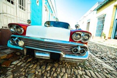 Quadro voiture dans petite rue de trinidad